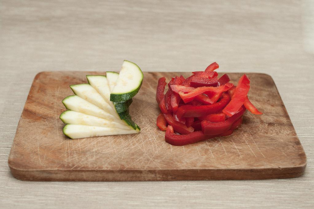 bocconcini di soia con verdure - tagliare le verdure