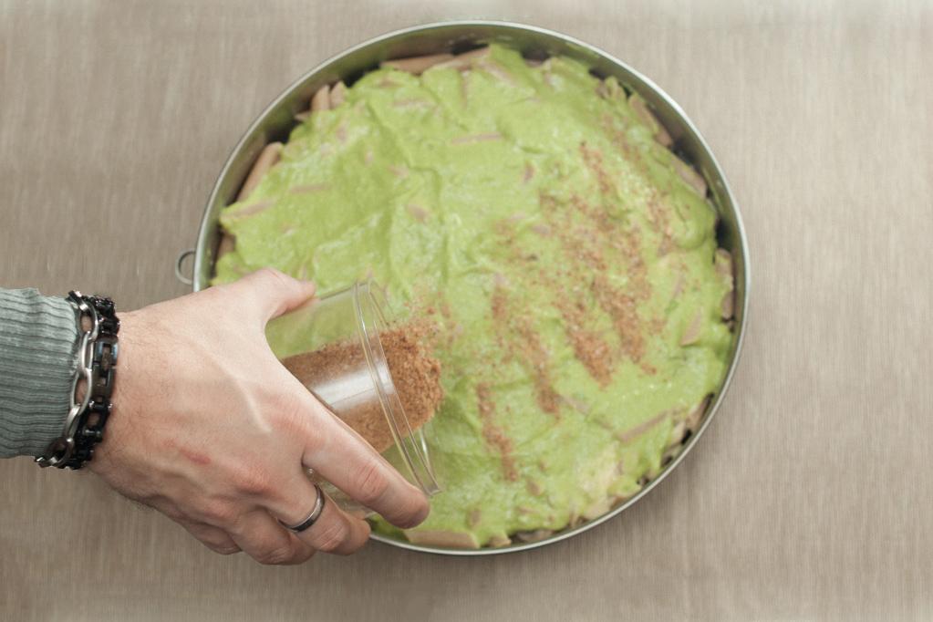penne al forno con funghi e crema di piselli - aggiungere il pan grattato