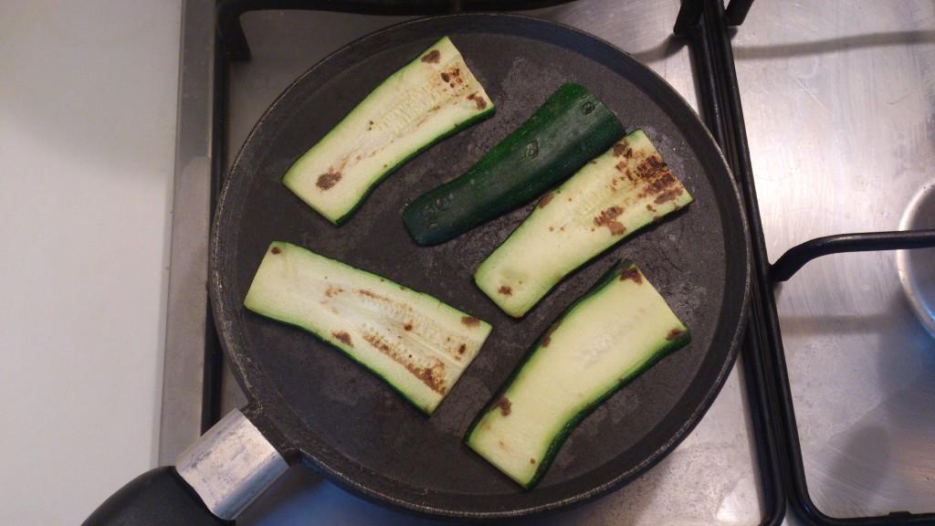 bruschette tricolore - griglio le zucchine