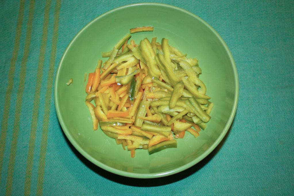 insalata di farro - tagliare i peperoni