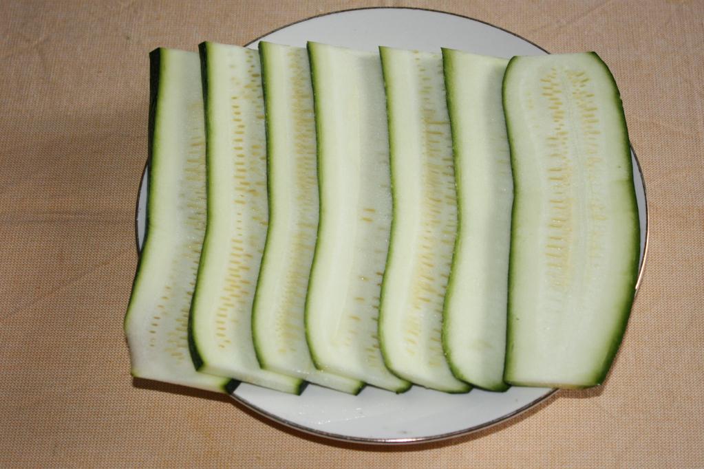 involtini di zucchine e riso - tagliare le zucchine