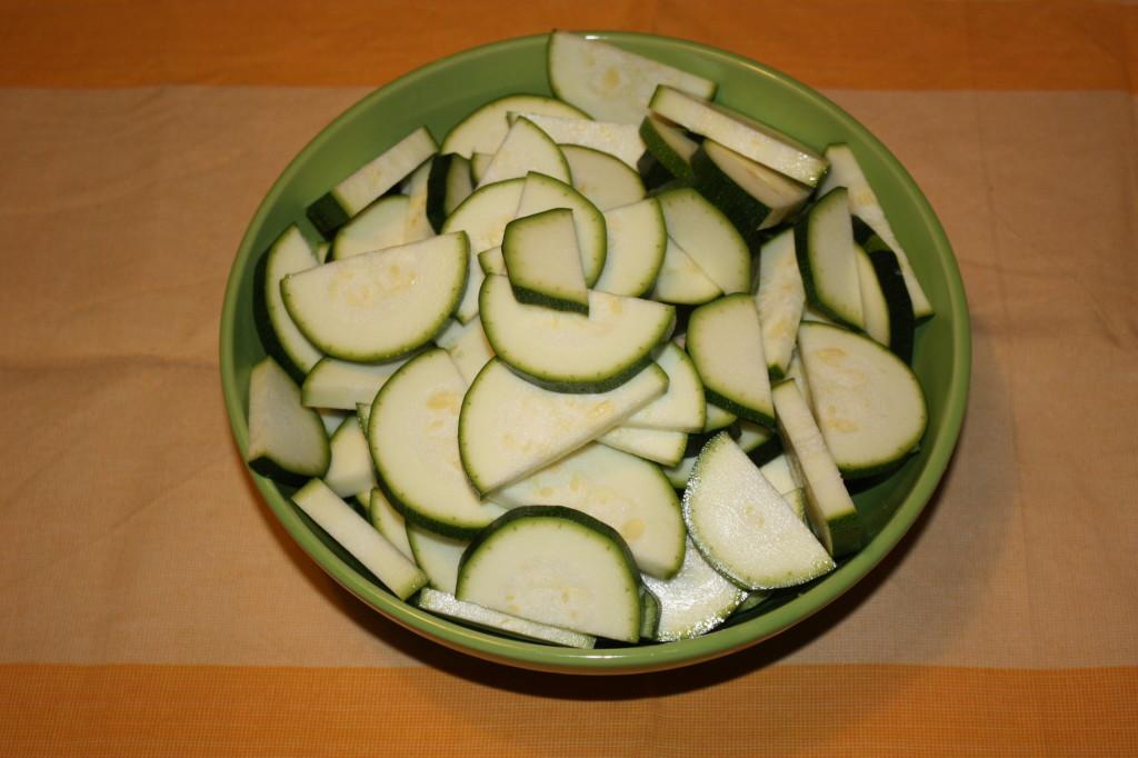 zucchine alle erbe aromatiche - taglio le zucchine