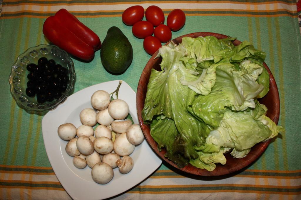Insalata mista con avocado - lavare ingredienti