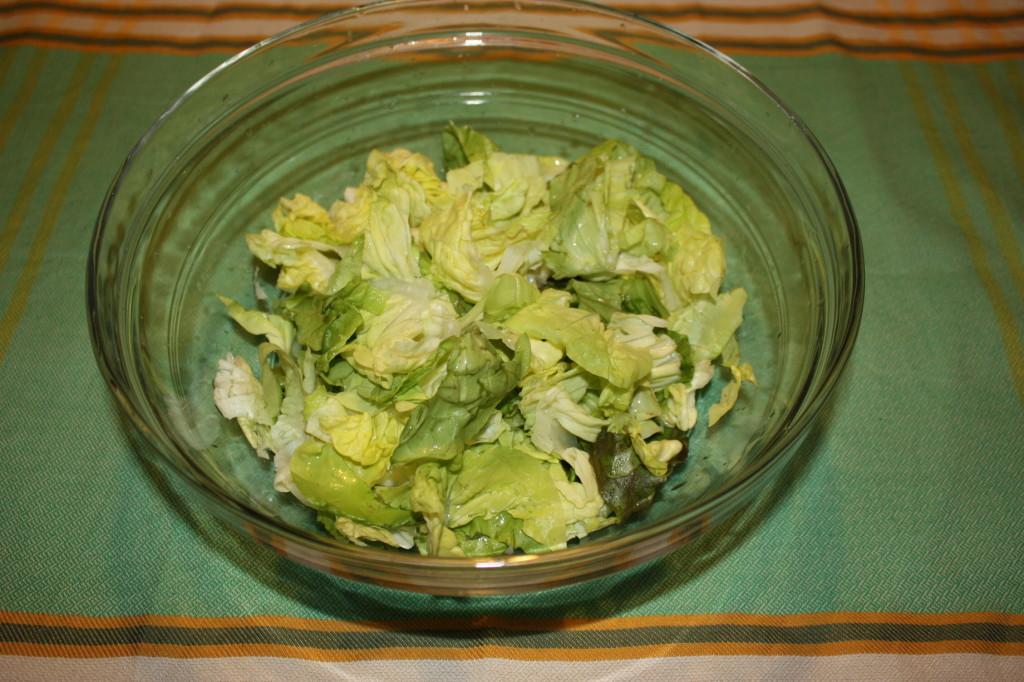 Insalata mista con avocado - dispongo l'insalata