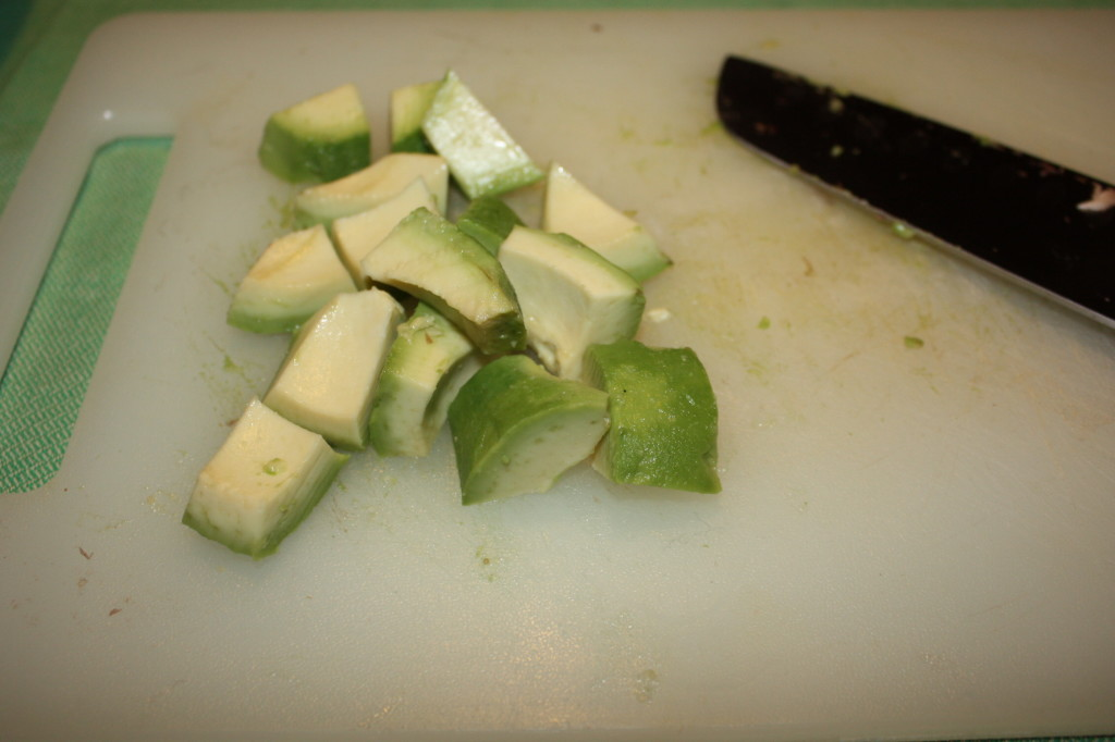 Insalata mista con avocado - taglio l'avocado