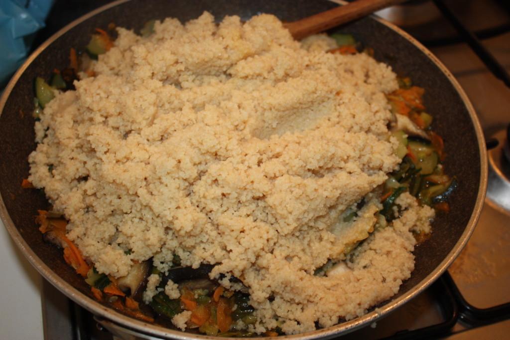 cous cous alle verdure - aggiungere il cous cous