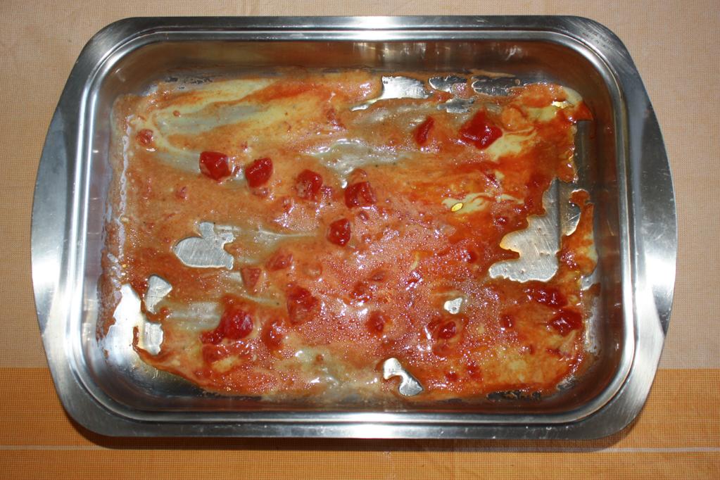 parmigiana di zucchine - foderare il fondo della teglia