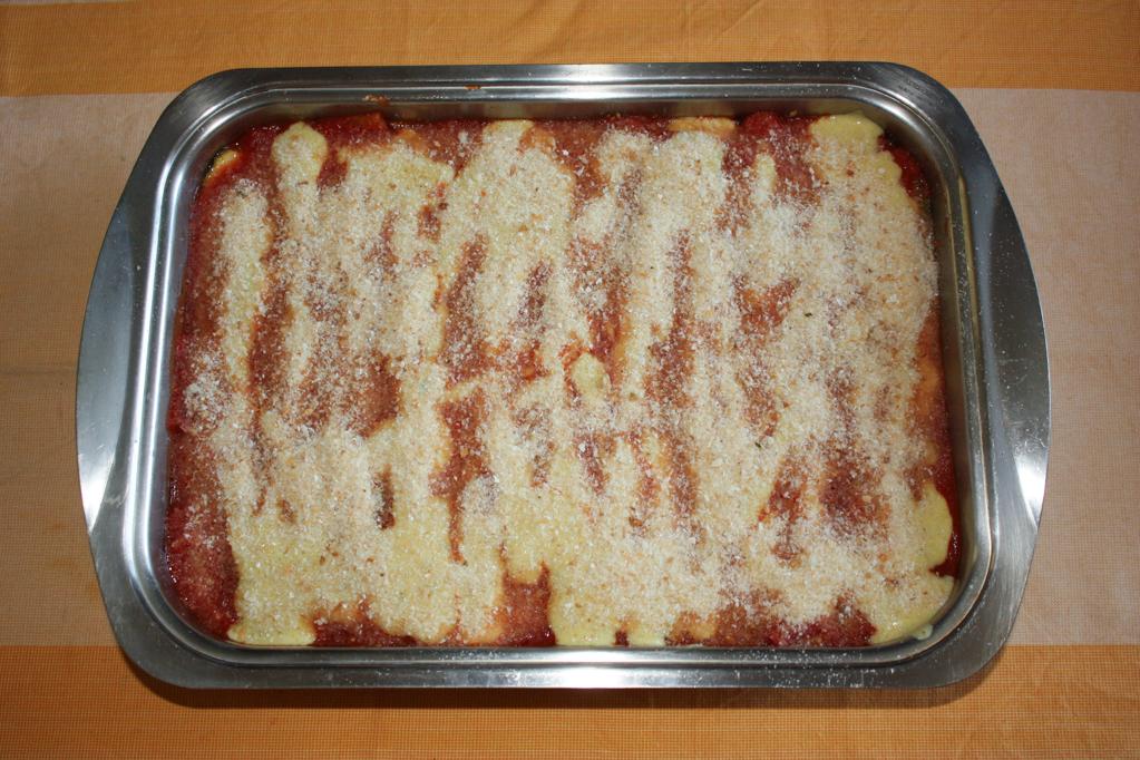 parmigiana di zucchine - completare gli strati di parmigiana