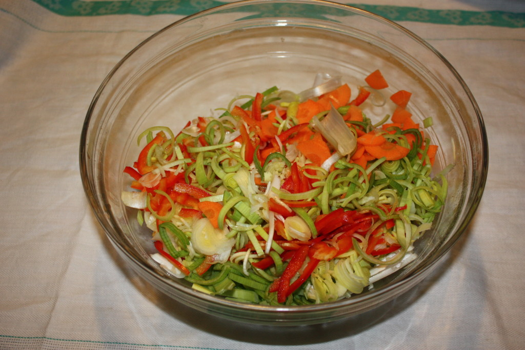 torta salata con tofu e verdure - tagliare le verdure
