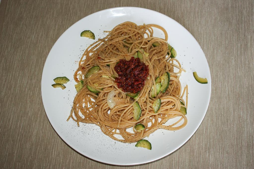 Spaghetti Alle Zucchine E Pesto Di Pomodori Secchi
