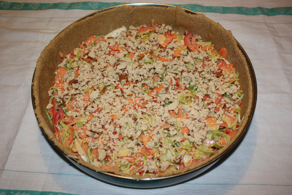 torta salata con tofu e verdure - versare il tofu nel ripieno