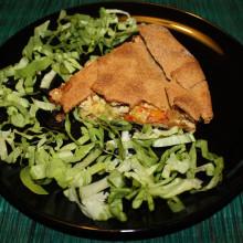 torta salata con tofu e verdure - piatto finito