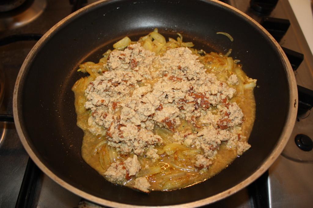 tofu strapazzato al curry - aggiungere il tofu