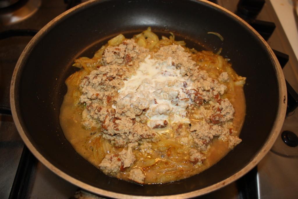 tofu strapazzato al curry - aggiungere la panna
