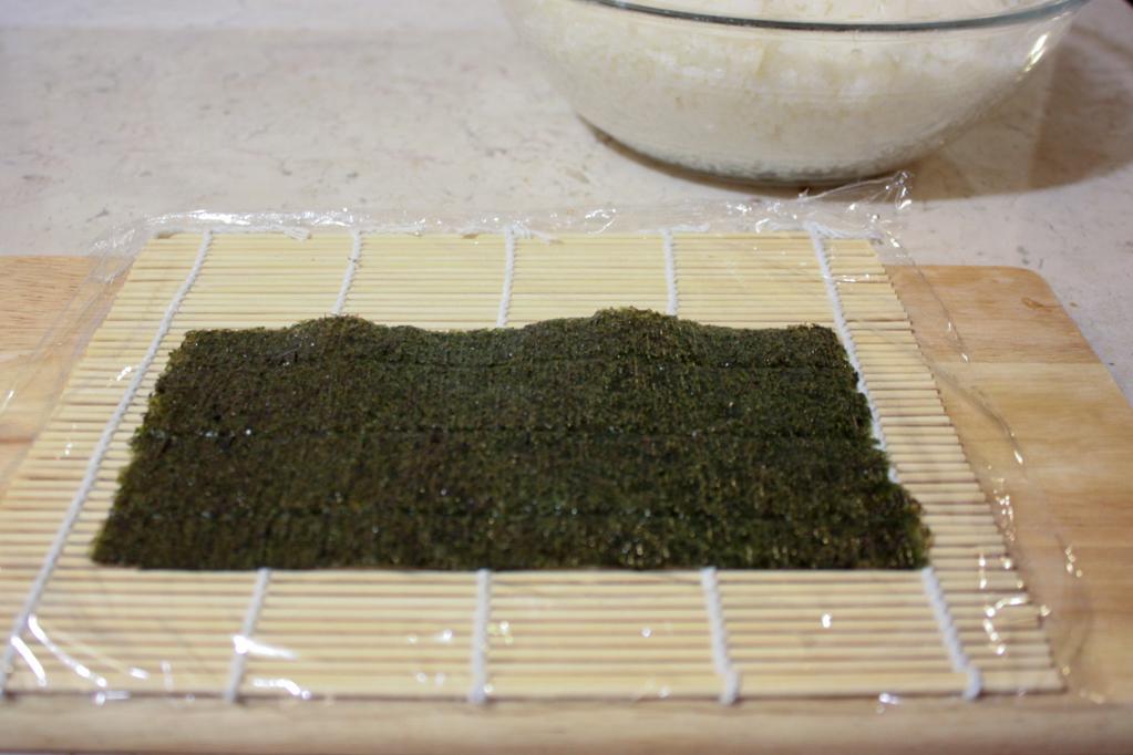 sushi - disporre l'alga nori