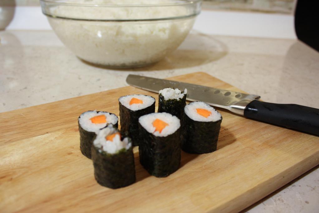 sushi - tagliare il rotolino