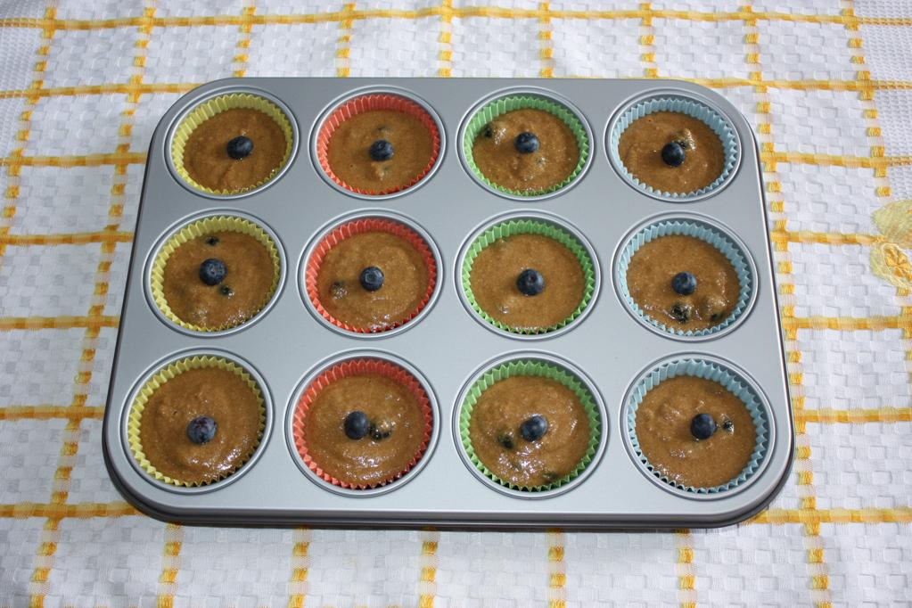 muffin ai mirtilli - versare negli stampi