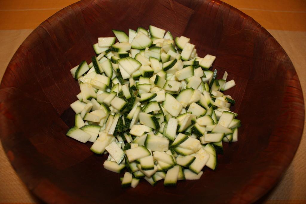 muffin salati - tagliare le zucchine