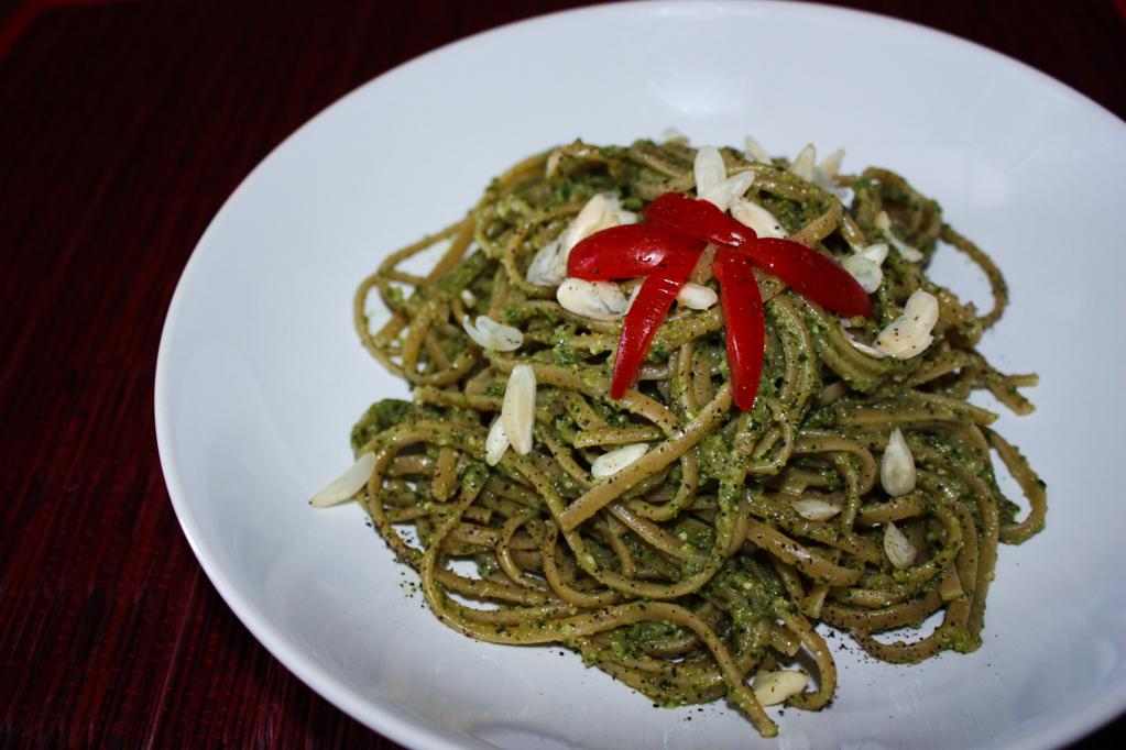 Linguine Con Pesto Di Zucchine E Mandorle