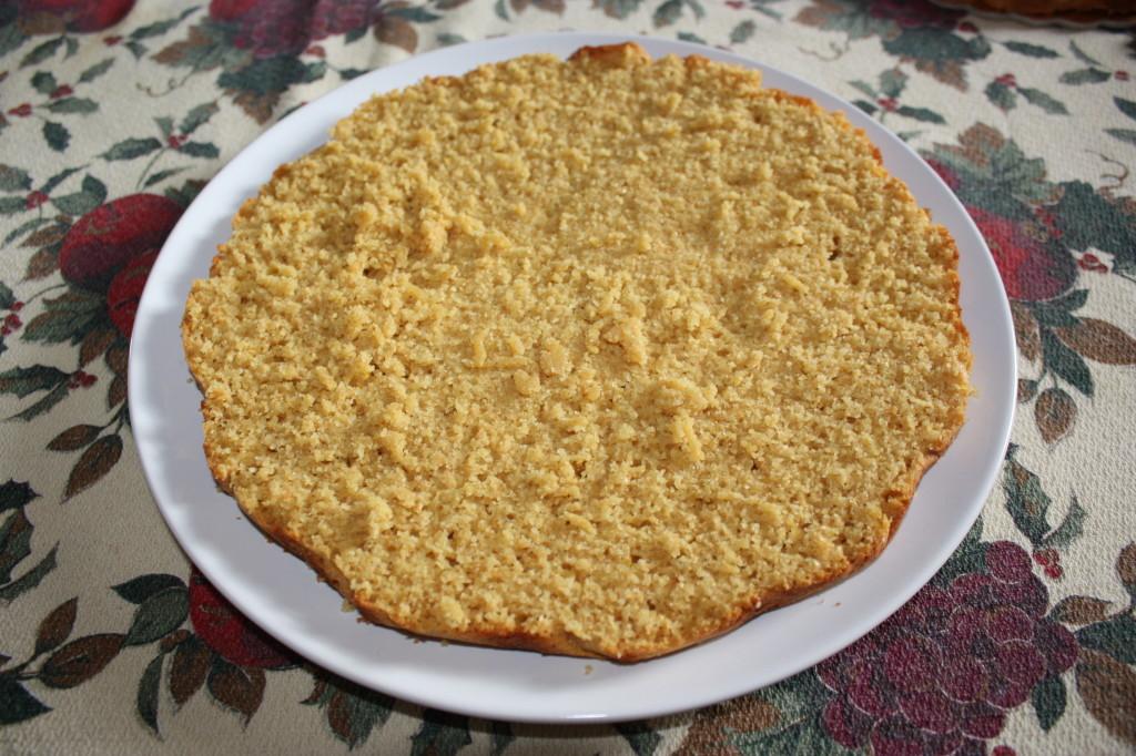 torta all'arancia - tagliare la torta
