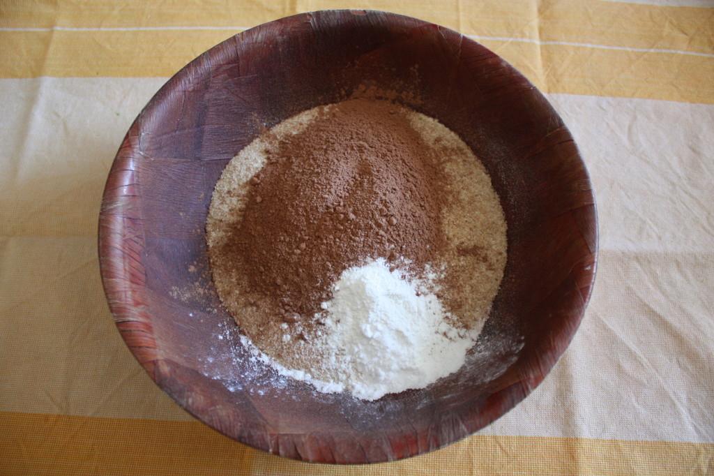 torta vegan al cioccolato e pere - preparare la farina