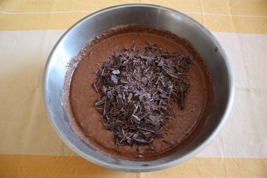 torta vegan al cioccolato e pere - aggiungere cioccolato a scaglie