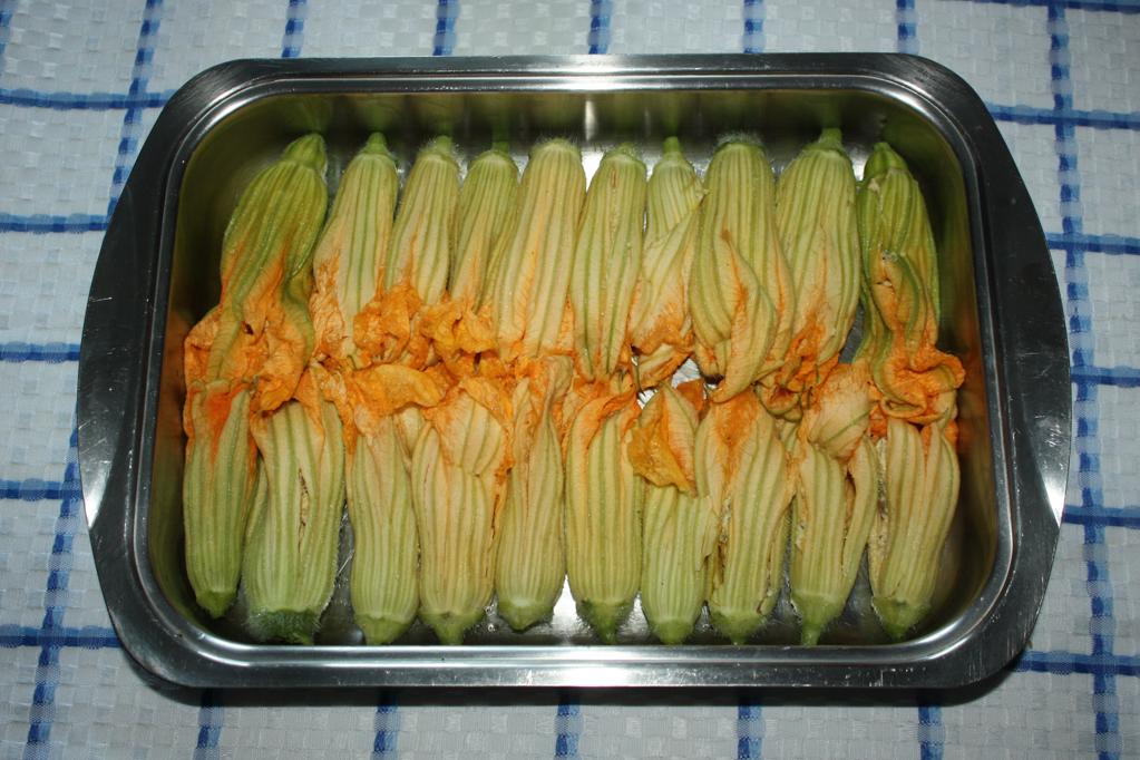 fiori di zucchina al tofu affumicato - riempire i fiori