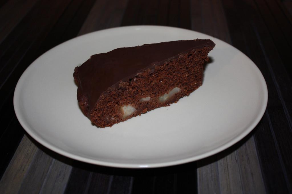 torta vegan al cioccolato e pere - torta pronta