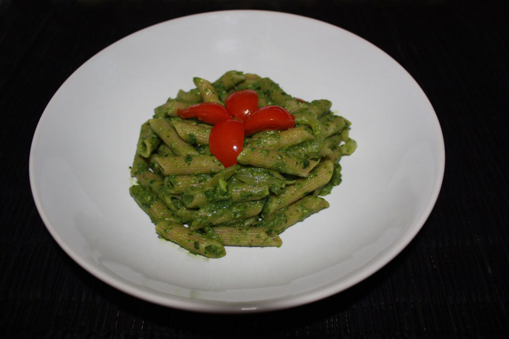 penne al pesto di rucola e avocado - piatto pronto