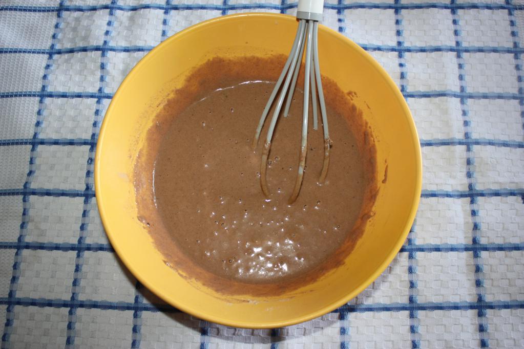Plumcake al cioccolato e frutti di bosco - unire tutti gli ingredienti