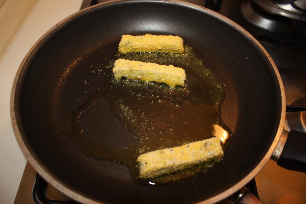 bastoncini di tofu croccanti - dorare i bastoncini