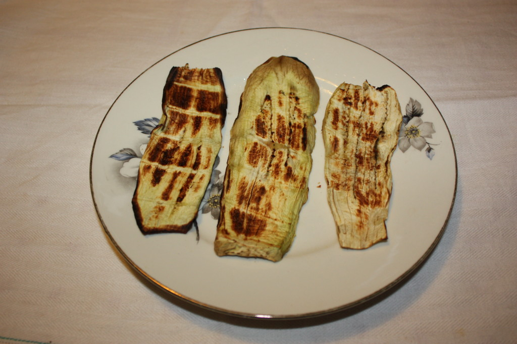 involtini di melanzane con crema di arachidi e anacardi - melanzane grigliate