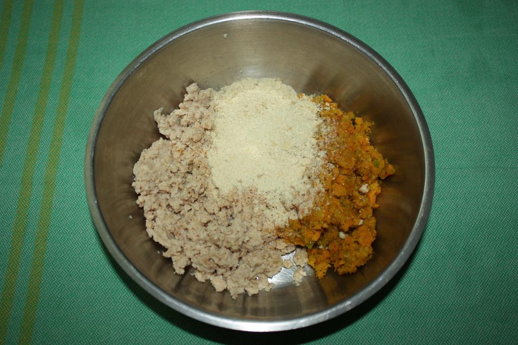 polpette di soia al sugo - unire bocconcini e verdure