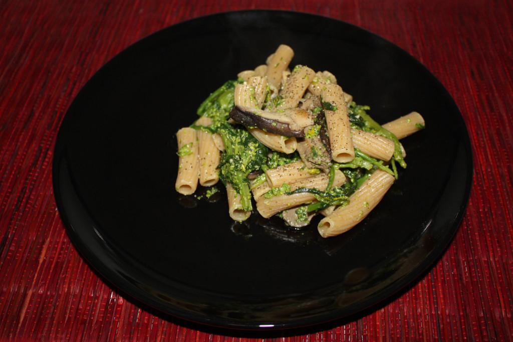 sedani con cime di rapa e funghi - piatto pronto