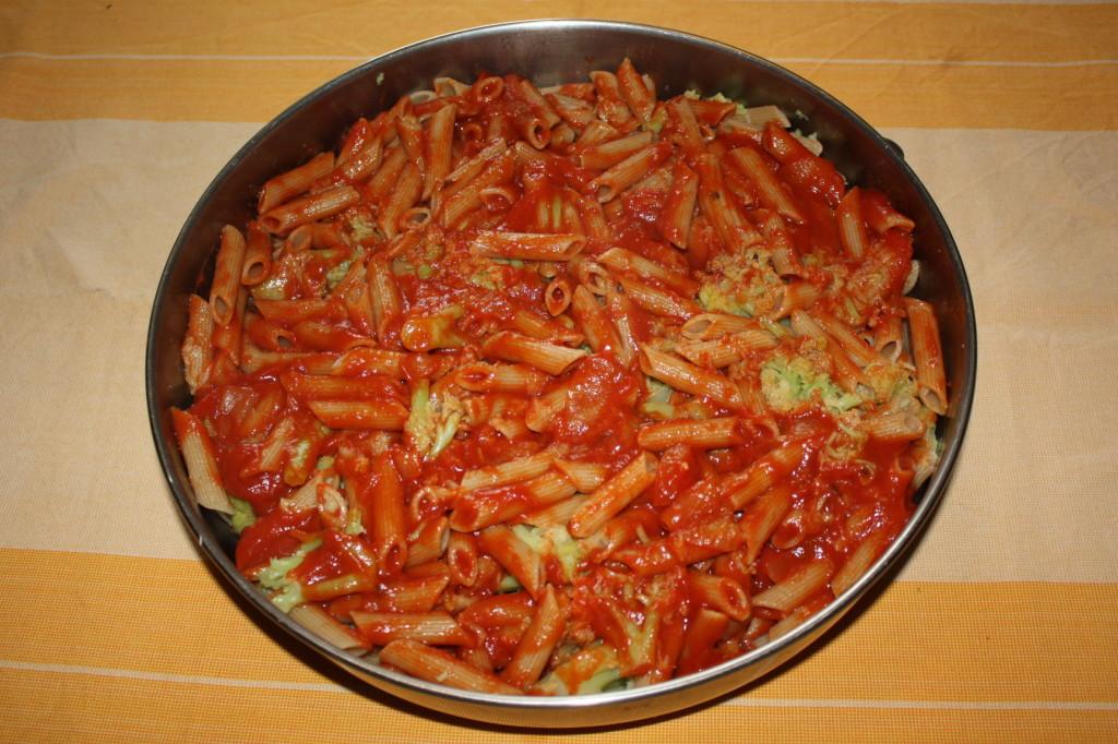 pasta al forno con cavolfiori - aggiungiamo la salsa