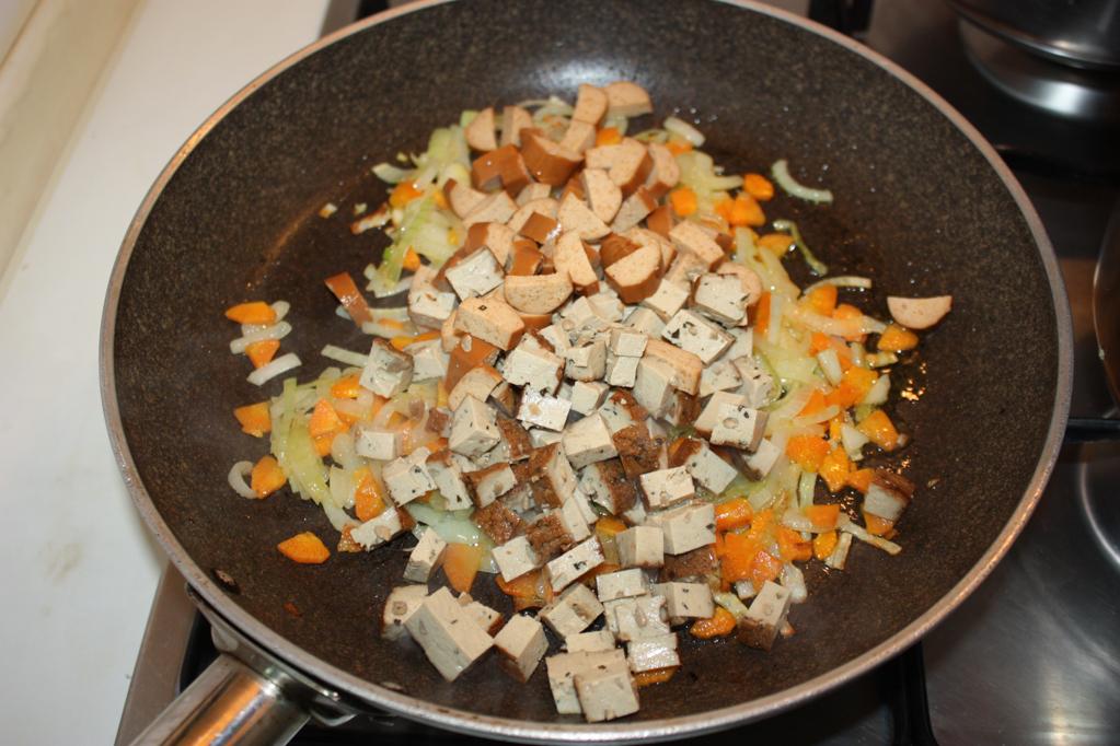 riso cantonese - aggiungere wurstel e tofu