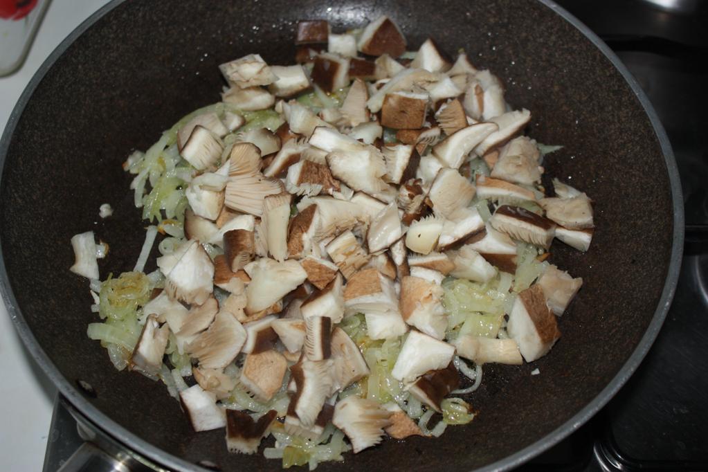 Crespelle ai funghi - cuocere i funghi