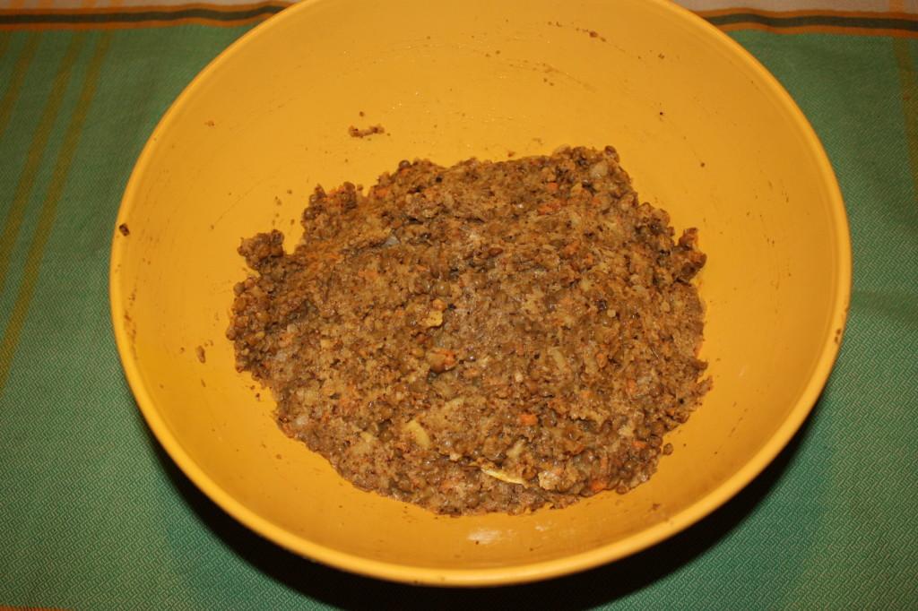 polpettone di lenticchie - unire tutti gli ingredienti