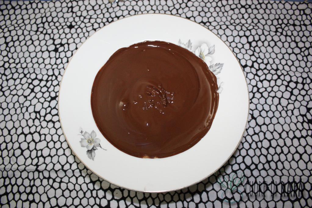 palline di muesli ricoperte di cioccolato - cioccolato fuso