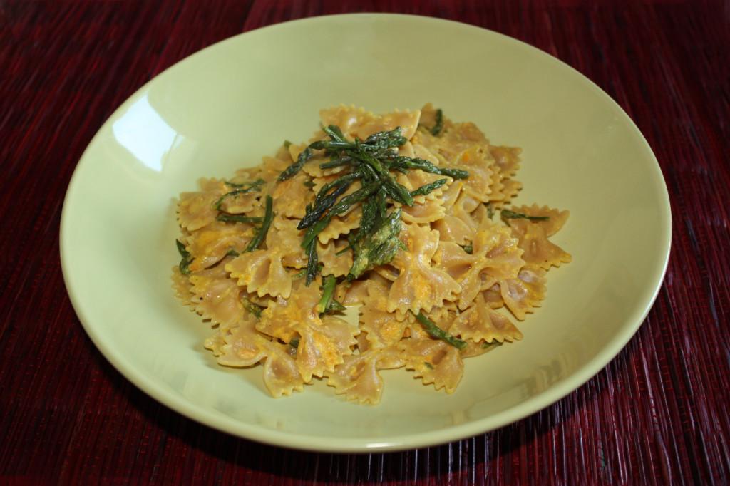 farfalle con asparagi e crema di carote - piatto pronto