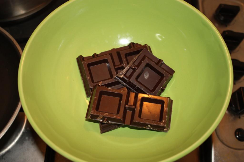 cheescake vegan al cioccolato - fondere il cioccolato