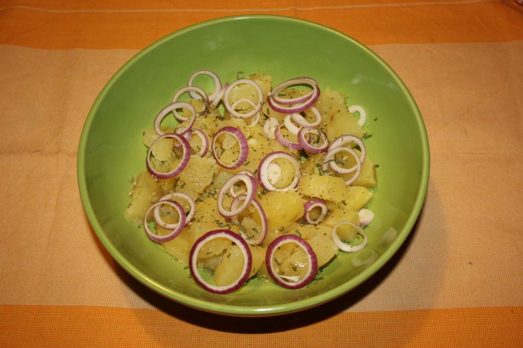patate con salsa allo yogurt - unire tutti gli ingredienti