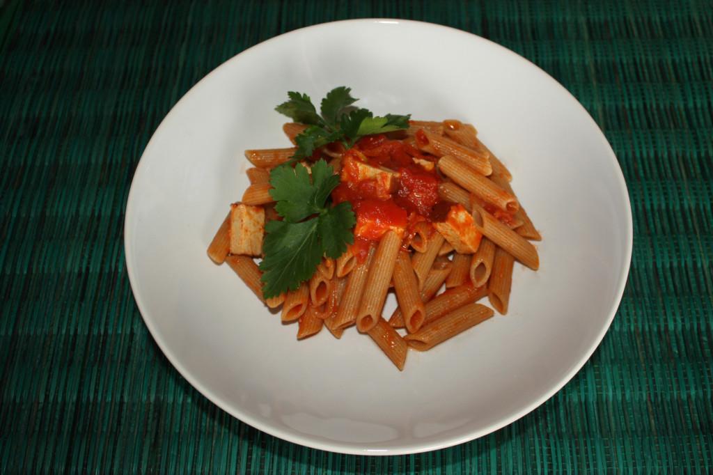 penne al pomodoro e tofu affumicato - piatto pronto