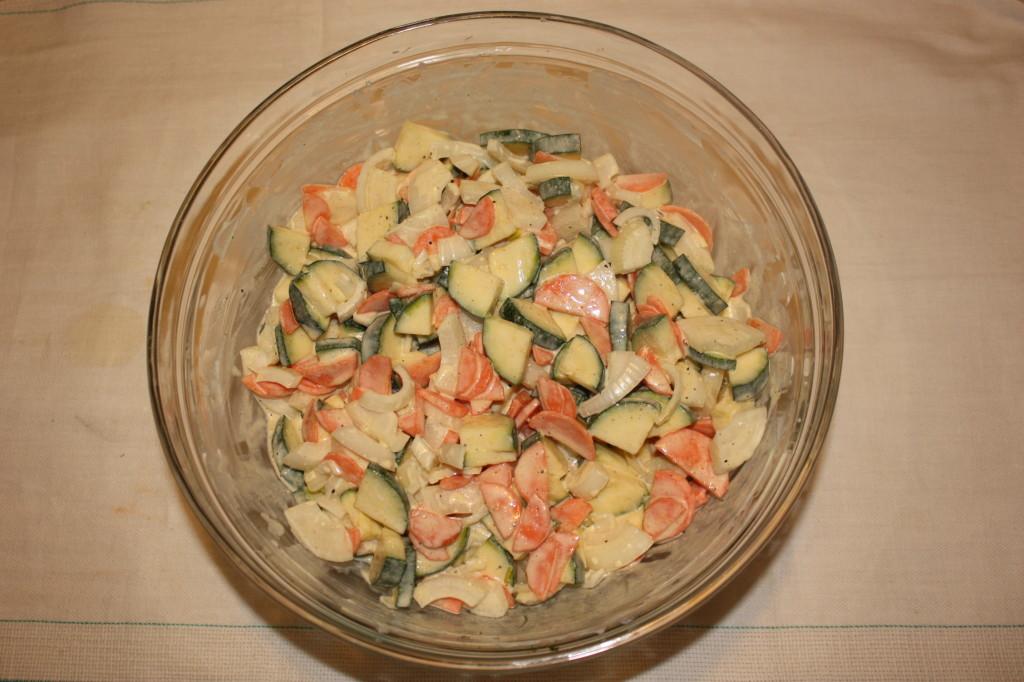 crostata di verdure - amalgamare tutti gli ingredienti