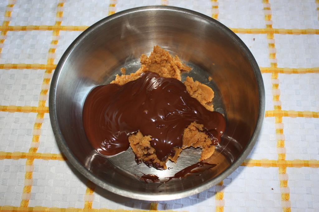 cupcakes al cioccolato - aggiungere il cioccolato al burro
