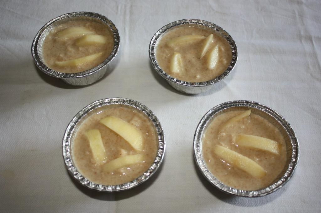 tortini di mela - impasto nelle formine