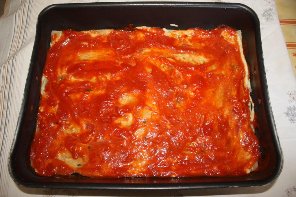 lasagna agli spinaci - aggiungere il pomodoro