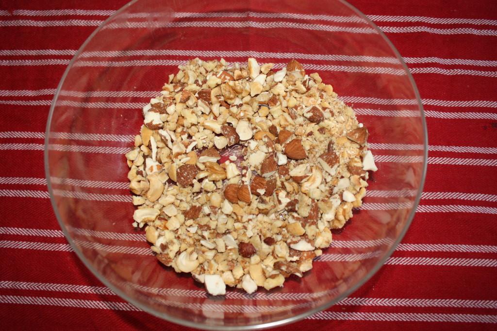 salame al cioccolato - frullare la frutta secca