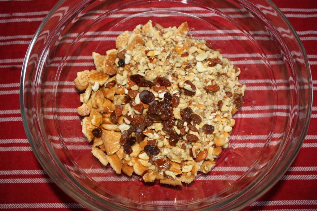 salame al cioccolato - unire ingredienti secchi e liquidi