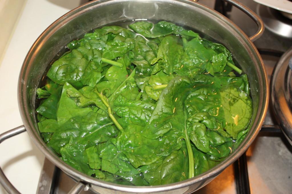 linguine al pesto di spinaci - lessare gli spinaci